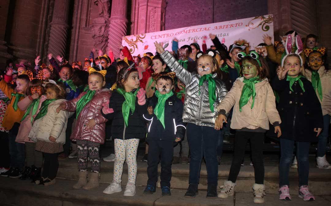 900 niños participan en el encendido de luces de Alcañiz