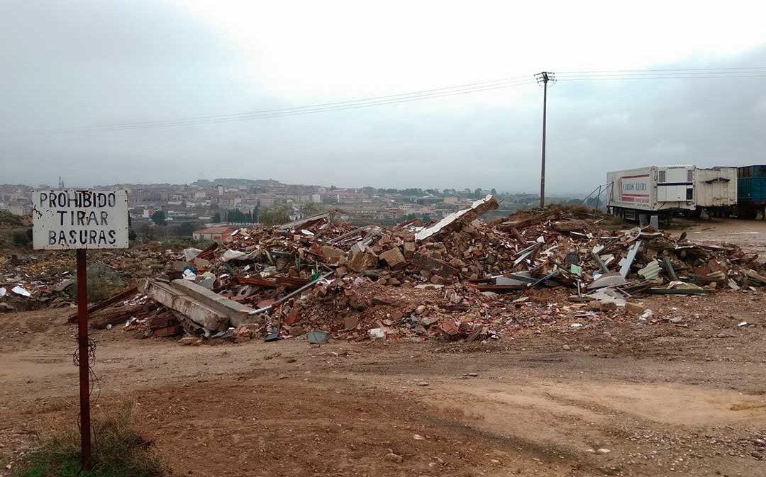 """Cs Caspe advierte de que el Ayuntamiento está utilizando un solar """"como escombrera irregular"""""""