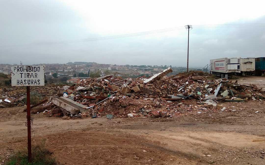 Imagen actual de la escombrera de Caspe.
