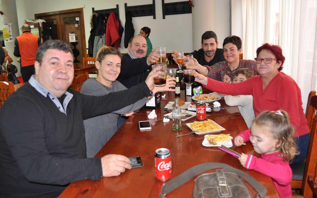 La familia Terés Riol resultó agraciada y fue la encargada de distribuir el talonario procedente de Reus.