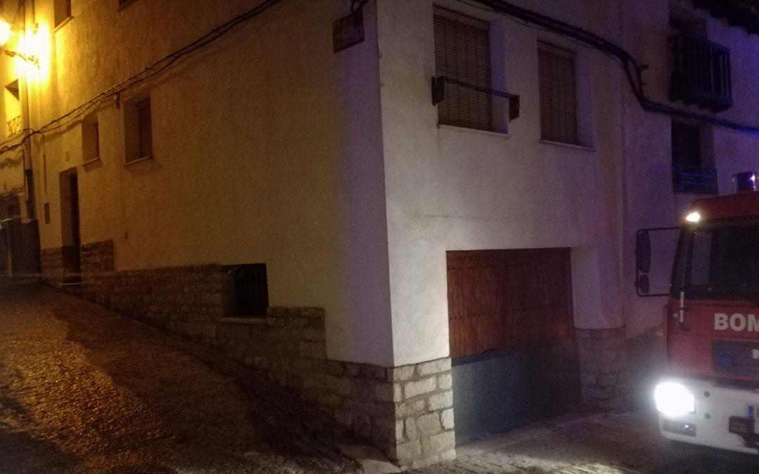 Calle de acceso a la vivienda afectada./ Bomberos de la Diputación de Teruel
