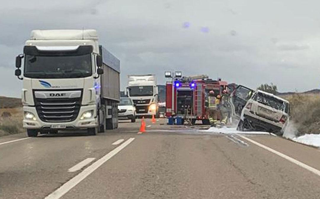 Retenciones en la carretera Alcañiz-Calanda por un incidente con fuego en un vehículo