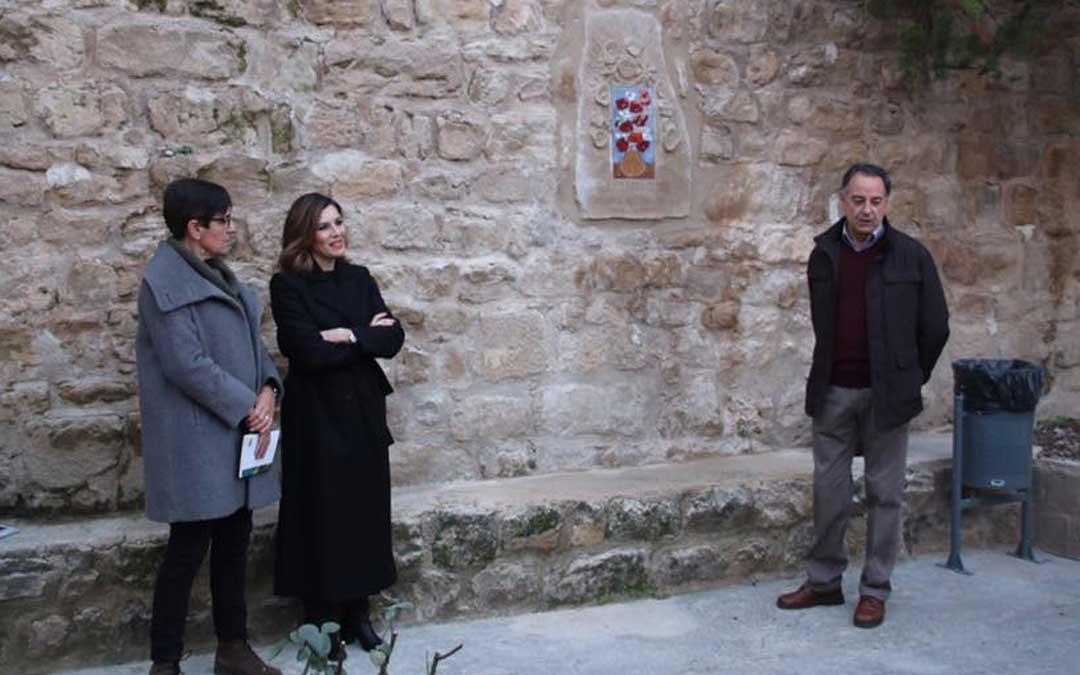 Durante el acto se descubrió una placa en honor a la ceramista en la plaza de Los Artistas de Calaceite.