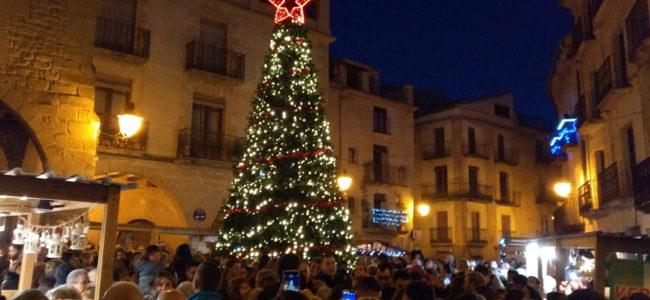 La plaza de España. abarrotada en el encendido de luces navideñas./ Alberto Gracia