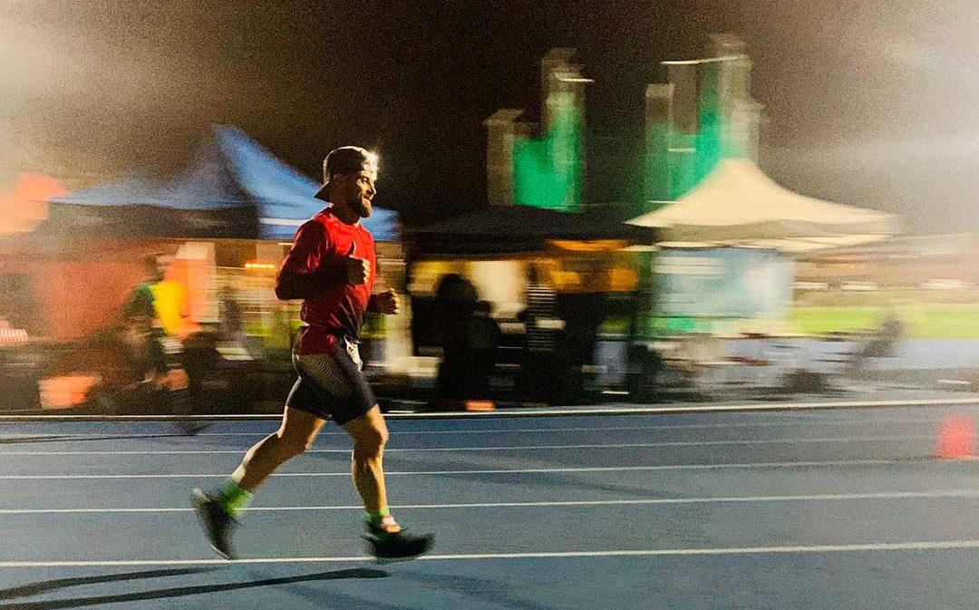 El caspolino Jonathan Pallas corre durante 24 horas para luchar contra el Alzhéimer