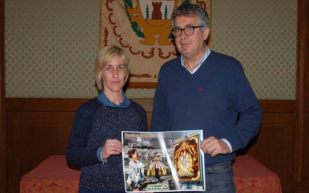 María Esteban, representante del Patinaje Artístico Bajo Aragón junto al concejal de deportes, Kiko Lahoz