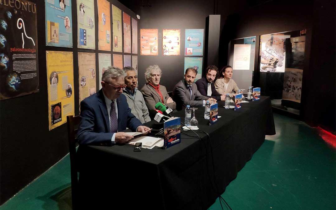De izda. a dcha; Luis Álcalá, Samir Zouhri, Juan Luis Arsuaga, Juan Mangas, Humberto Ferrón e Higinia Navarro.