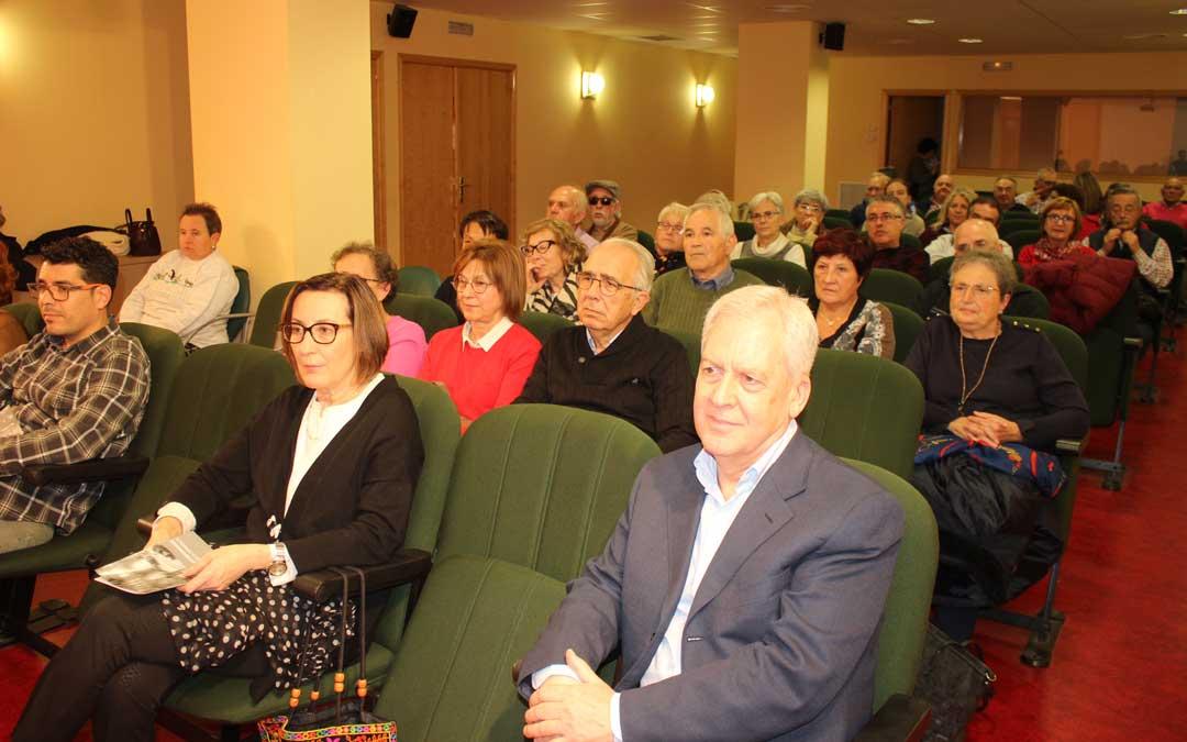 Público asistente a la apertura de la Universidad de la Experiencia en Caspe este martes / L. Castel