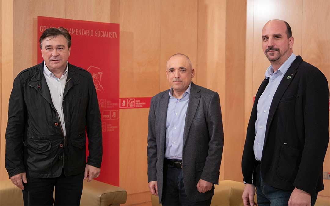 Tomás Guitarte, a la izquierda, con Rafael Simancas, en el centro, y Joaquín Egea./ PSOE