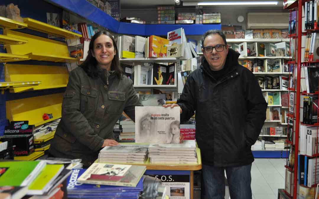 Varios clientes se acercaron hasta Librería Serret de Valderrobres a tan solo 48 horas de su cierre definitivo