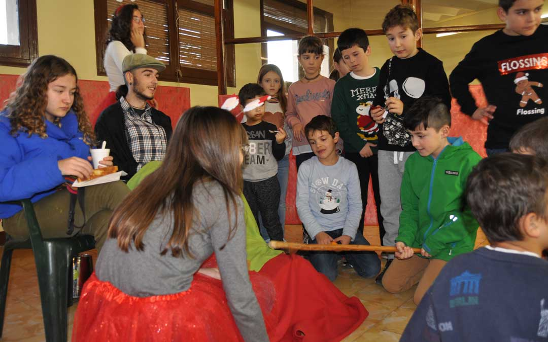 Los más pequeños disfrutaron del tronc de Nadal en Valderrobres.