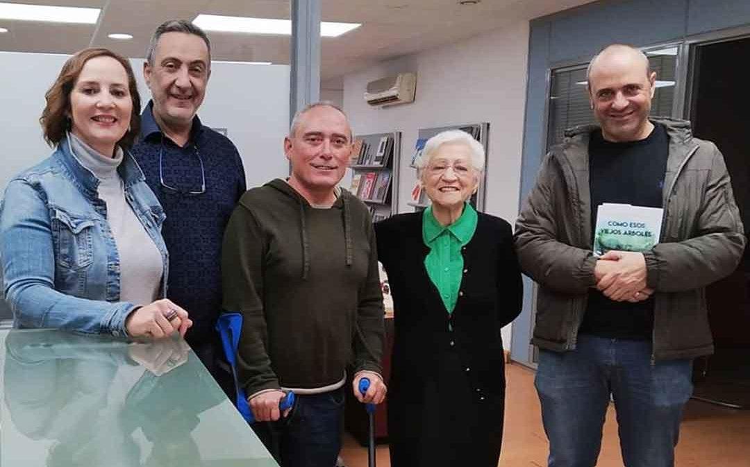 Salvador Berlanga dona 10.000 euros de su novela 'Como esos viejos árboles'
