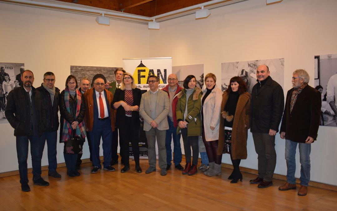 Acto de inauguración de la exposición 'Nuestros Héroes' en Alcañiz./Iulia Marinescu