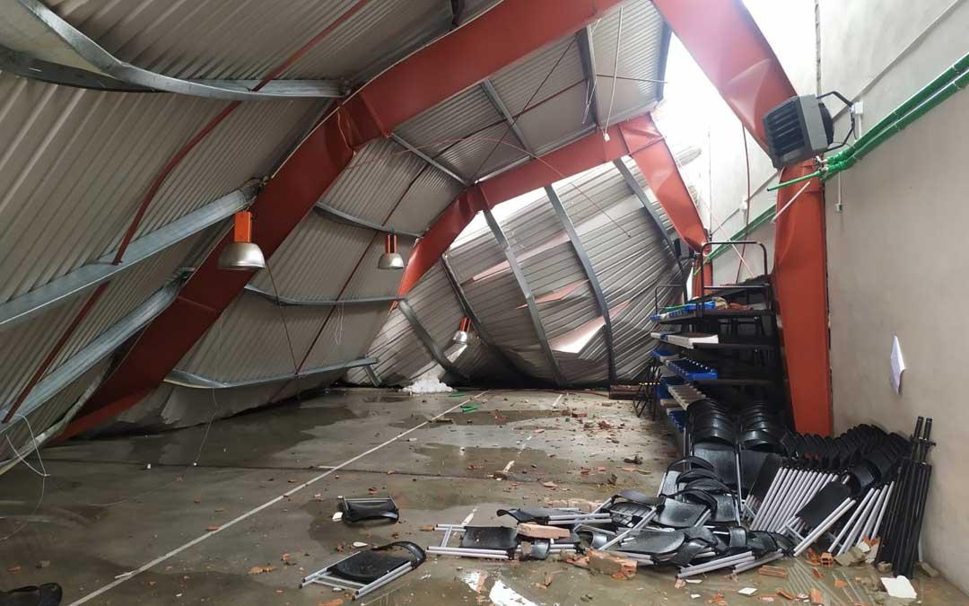 El techo del pabellón de Aguaviva, hundido a causa del temporal. / Ayuntamiento Aguaviva