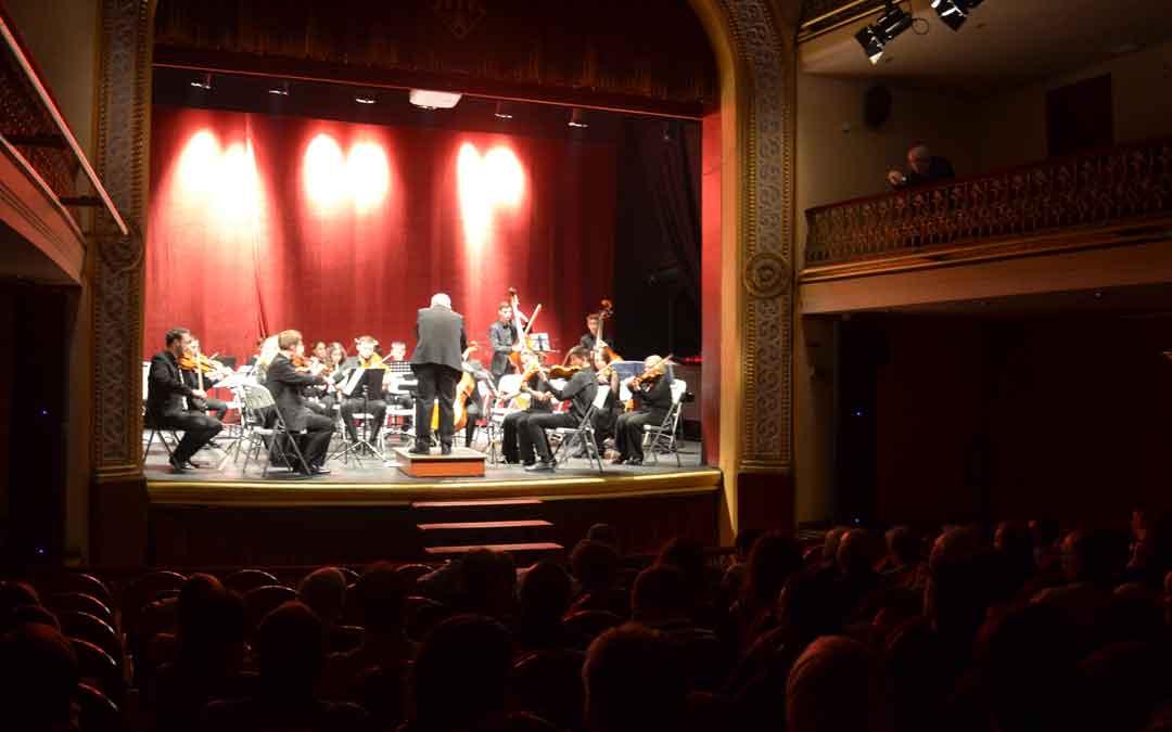 Momento del concierto del sábado en el teatro de Alcañiz.