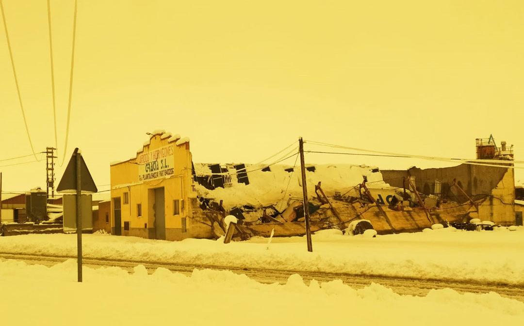 Derrumbes en naves, granjas y pabellones por el peso de la nieve