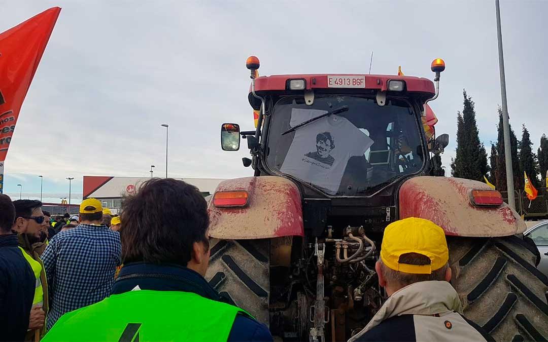 Los Amigos de Iranzo en la manifestación convocada este martes por las organizaciones agrarias./ Natalia Huerta