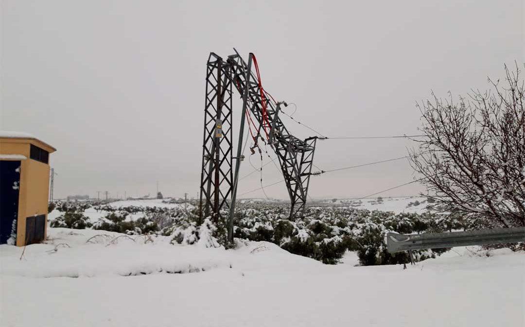 ¿Por qué se caen las torres eléctricas? El fenómeno 'nieve húmeda' está detrás