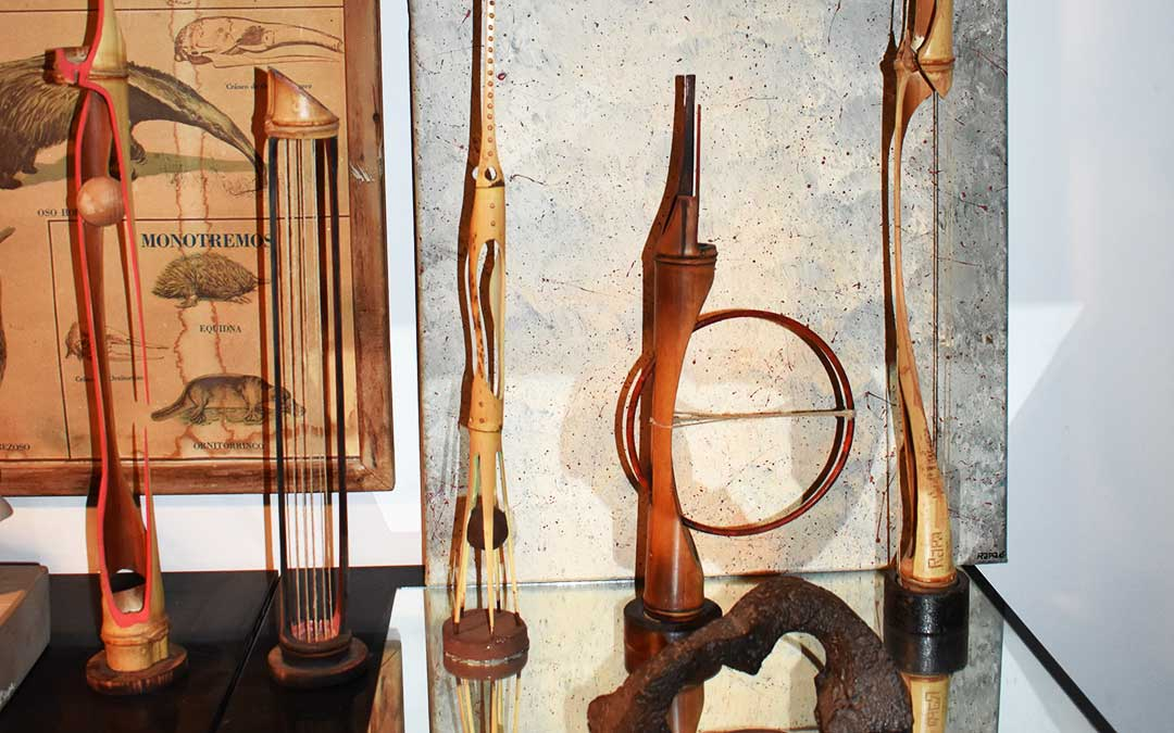 Algunas obras de bambú de Toño Rapa.