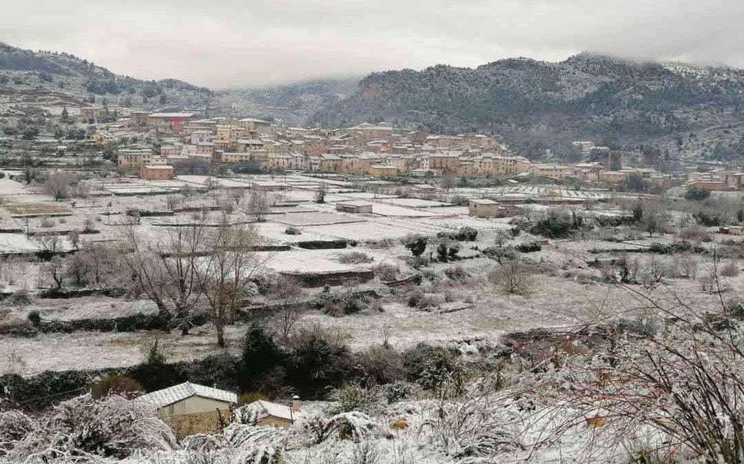 Caen los primeros copos de nieve en las comarcas bajoaragonesas