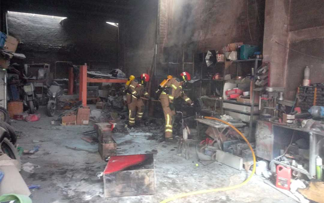 Incendio en un taller de Andorra./ DPT