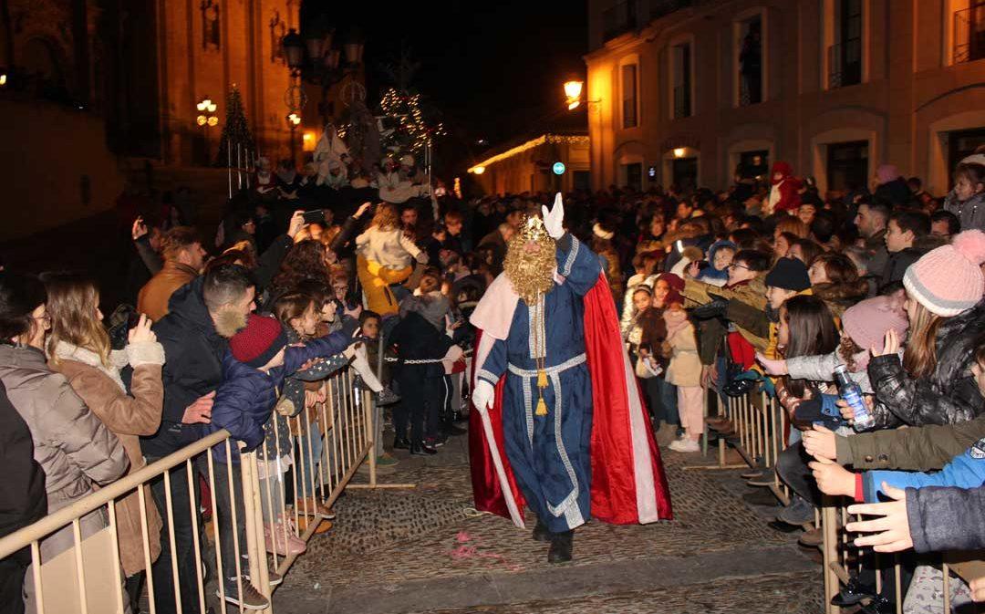Los Reyes Magos llegan al Bajo Aragón Histórico en multitudinarias cabalgatas