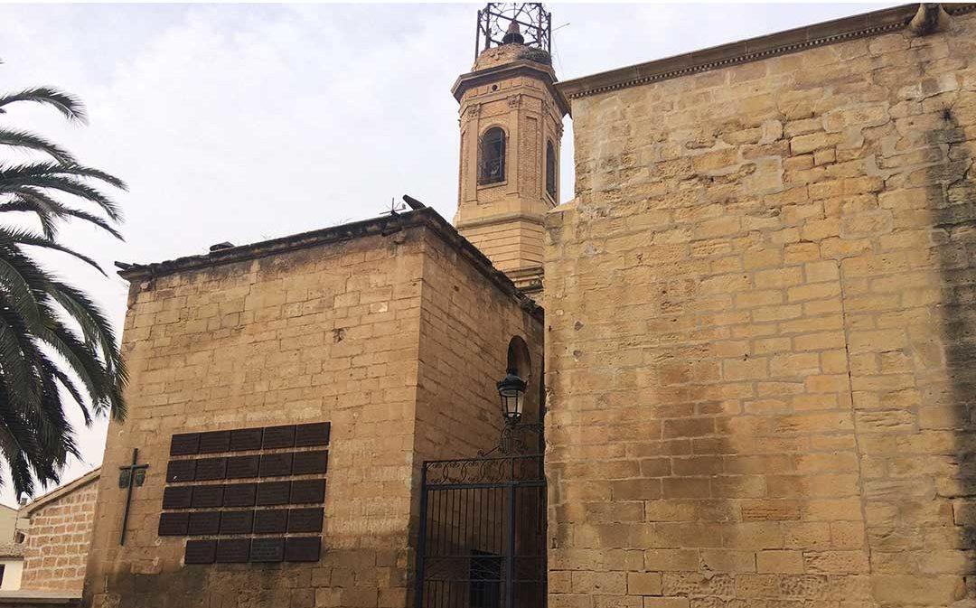 """El Ayuntamiento de Caspe no podrá retirar los símbolos """"preconstitucionales"""" de la Colegiata"""