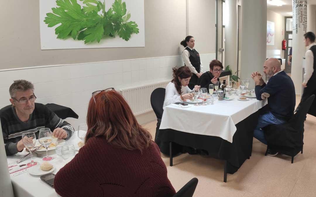 Un total de 25 personas probaron el jueves el menú degustación.