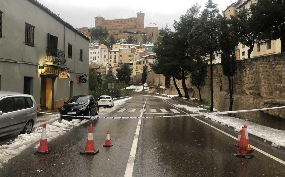 Desalojan a 15 familias por un nuevo derrumbe en el cerro Pui Pinos de Alcañiz