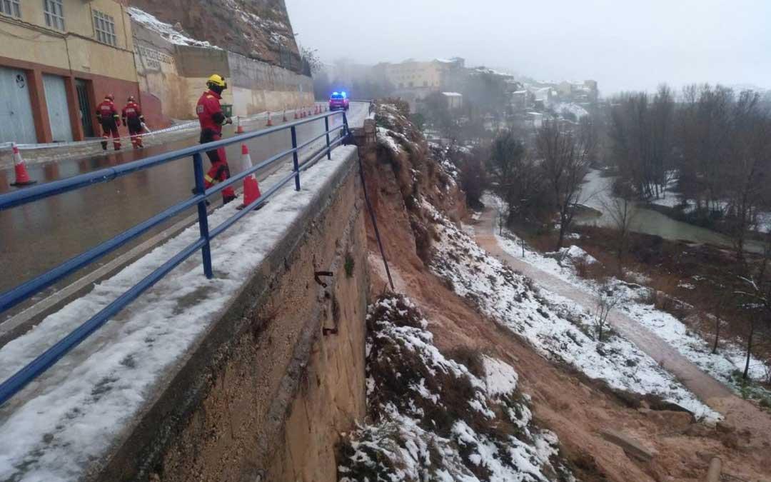 Bomberos de la Diputación de Teruel trabajando en el derrumbe de Alcañiz / DPT