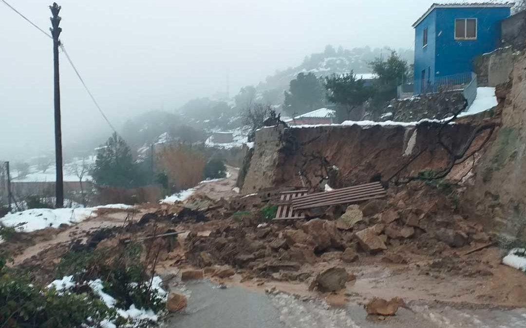 El camino de la Cuesta de Maella en Alcañiz, cerrado por desprendimientos