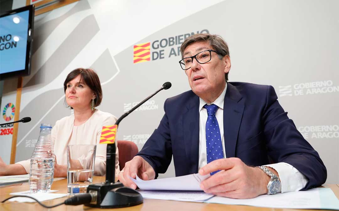 Arturo Aliaga y Elena Allué presentan los datos del turismo en Aragón en 2019./ DGA