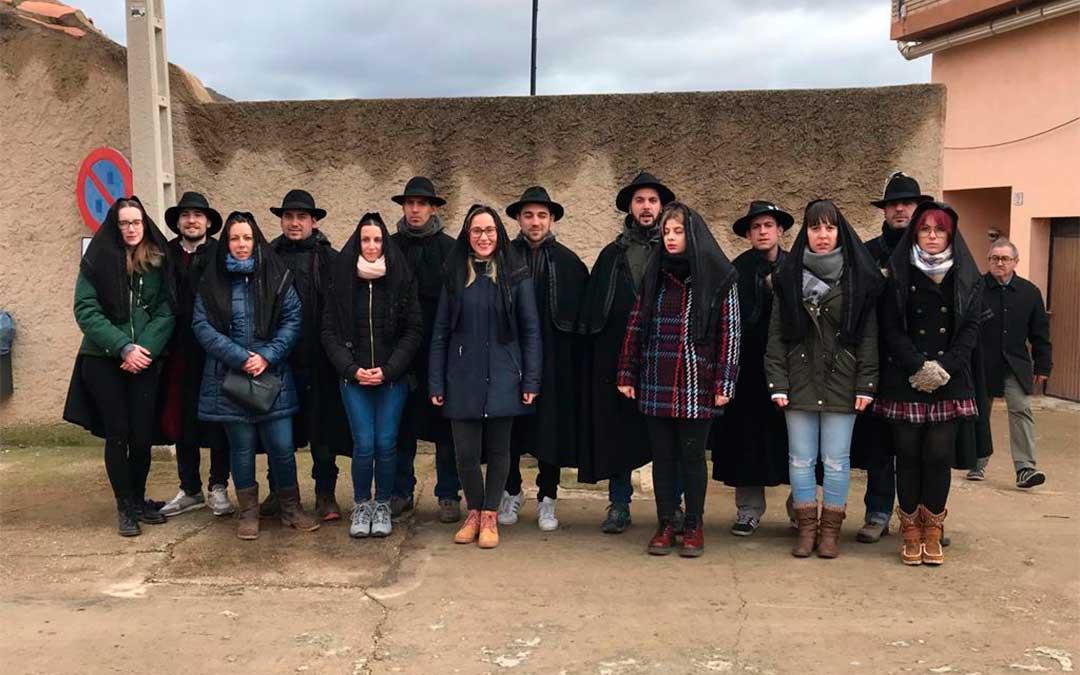 Buena parte de los fiesteros de este año en una foto de grupo realizada en enero de 2019, cuando la comisión anterior les trasladó los poderes./ C. Fabián