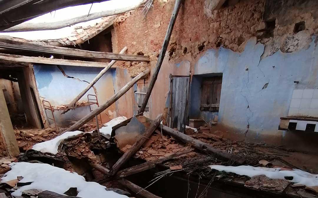 El temporal provocó un grave derrumbre en una parte del edificio