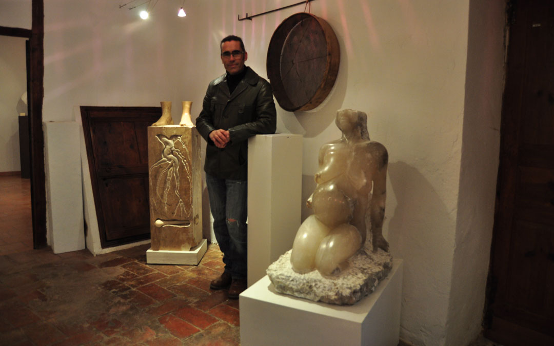 Aragonés, con parte de las esculturas interiores. / Javier de Luna