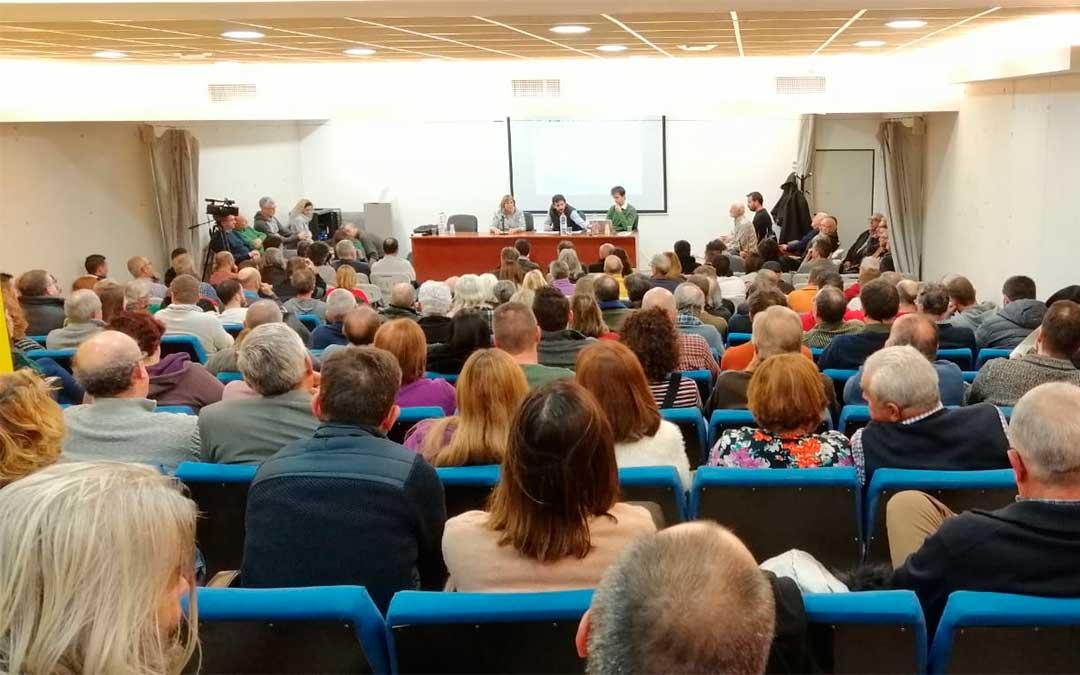 Jornada informativa en Fuentespalda sobre el impacto ambiental del proyecto de 4 parques eólicos en el Matarraña./ Javier de Luna
