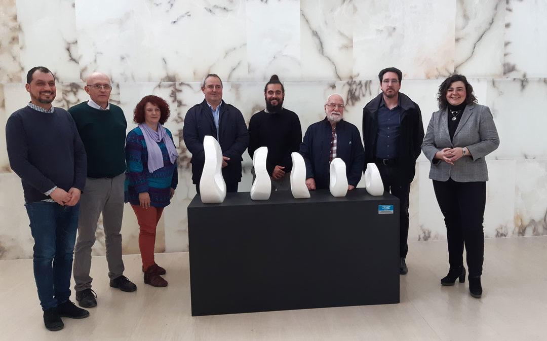 Arrancan las 'Jornadas en torno al alabastro' con la cesión de una obra a la Comarca del Bajo Martín