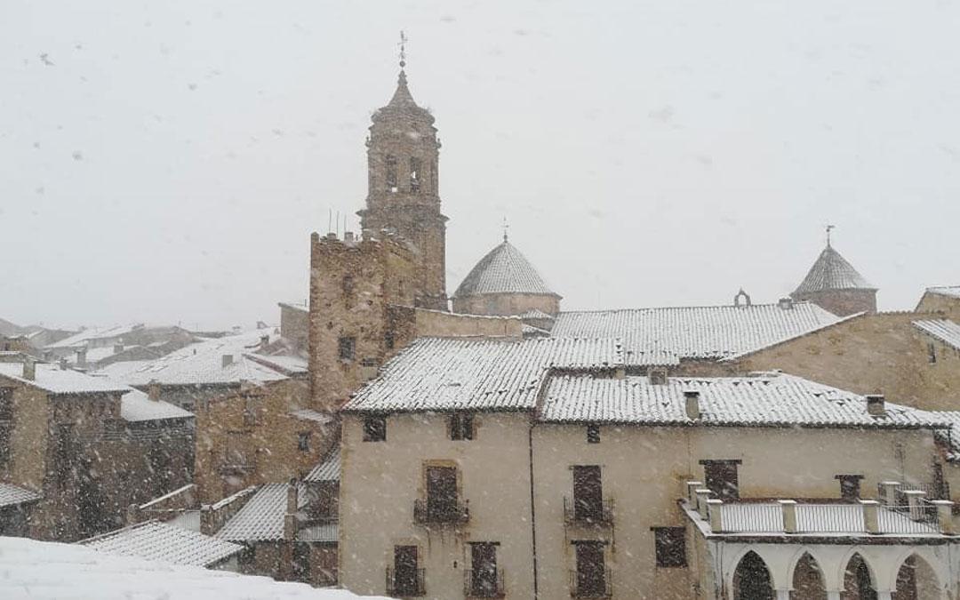 Nevando en La Iglesuela del Cid. / Turismo La Iglesuela