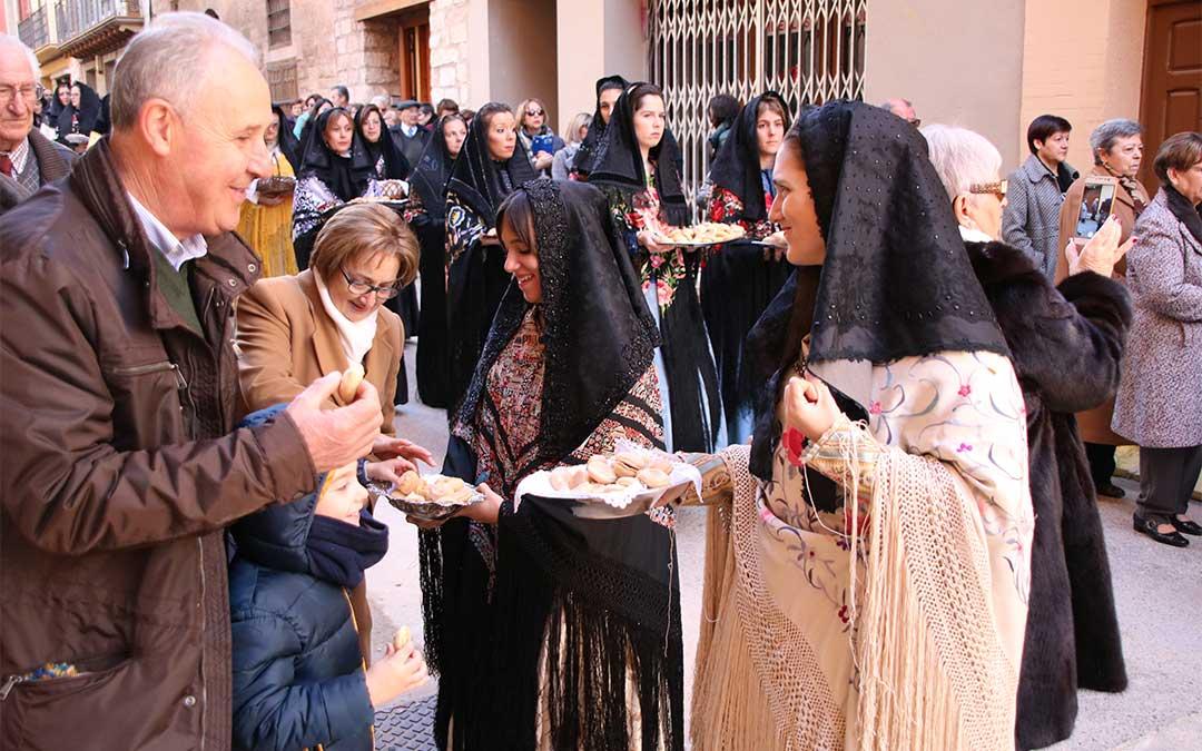 Igual que el año pasado (imagen) -y como llevan haciendo desde hace unos cuantos-, las 'Panbenditeras' volverán a procesionar./ La Comarca