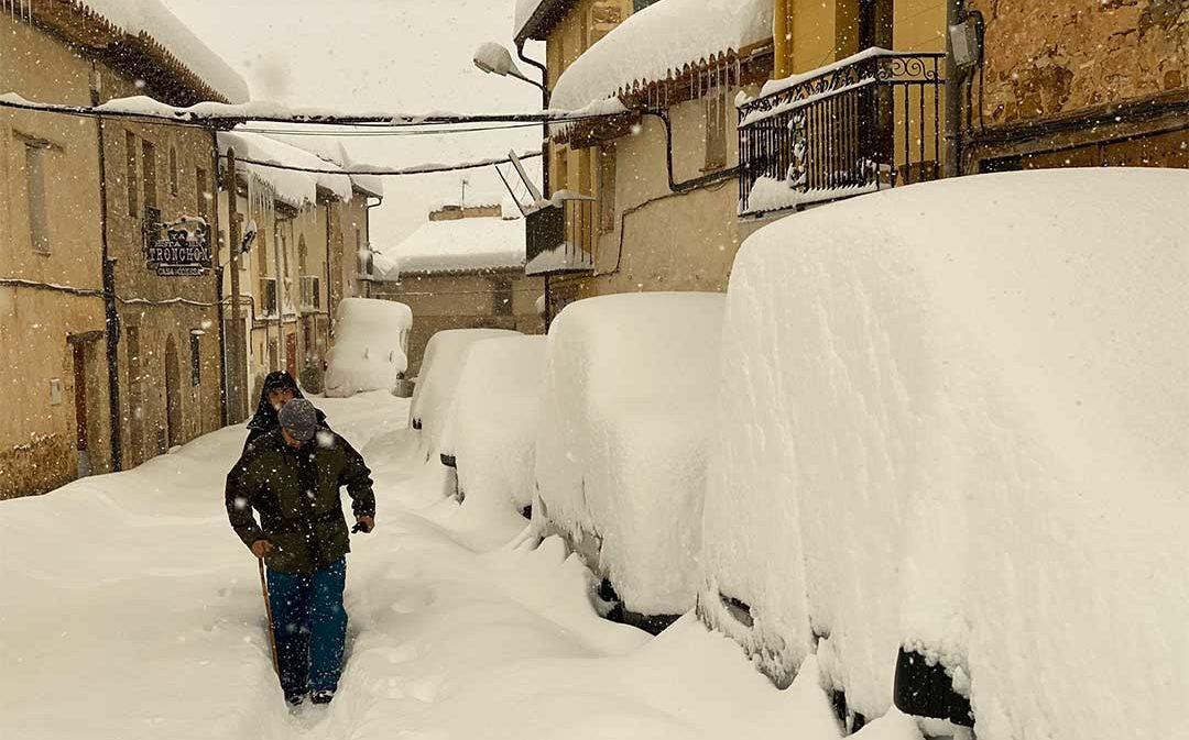"""Quejas en los pueblos tras un temporal """"caótico"""" con 30.000 personas sin luz"""