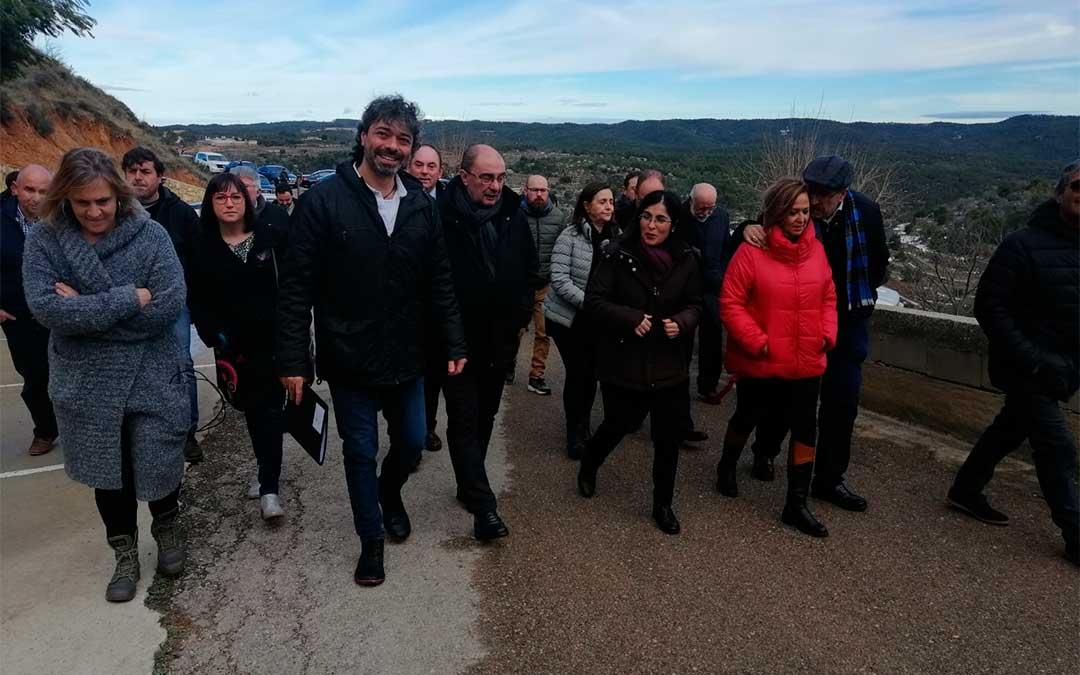 La ministra de Política Territorial, Carolina Darias, visita los daños que el temporal ha acusado en la Mola de Monroyo./ Javier de Luna