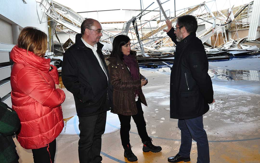La ministra Carolina Darias presenció el estado en el que quedaron infraestructuras como el pabellón de Valderrobres.