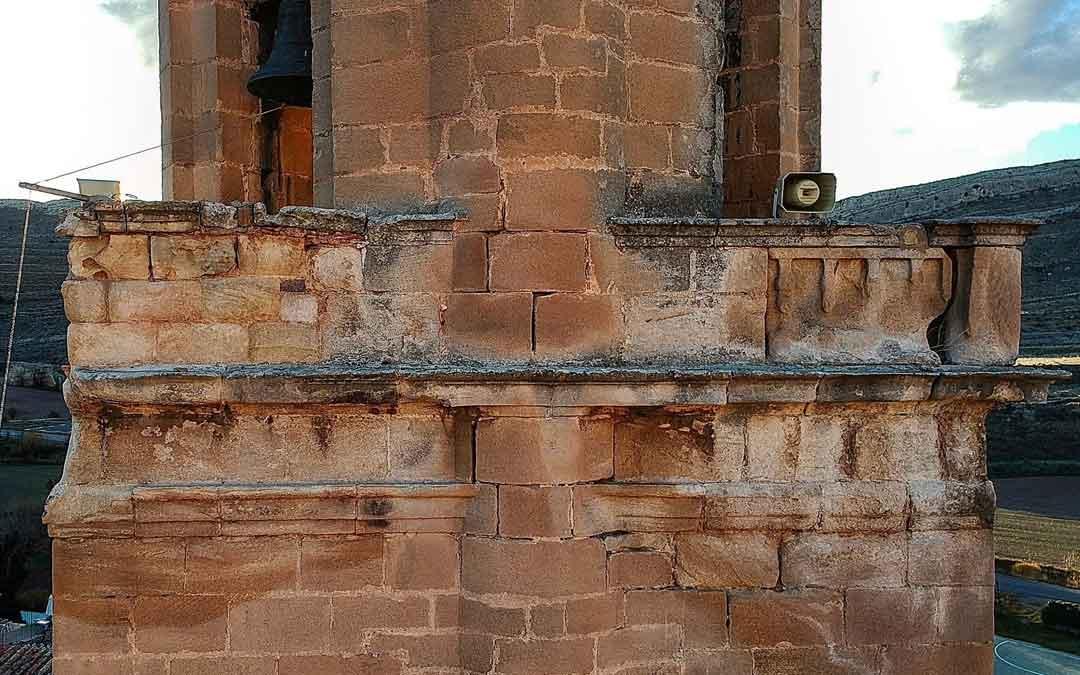 Daños y grietas en la torre de la iglesia de Miravete de la Sierra. / Ayto. Miravete