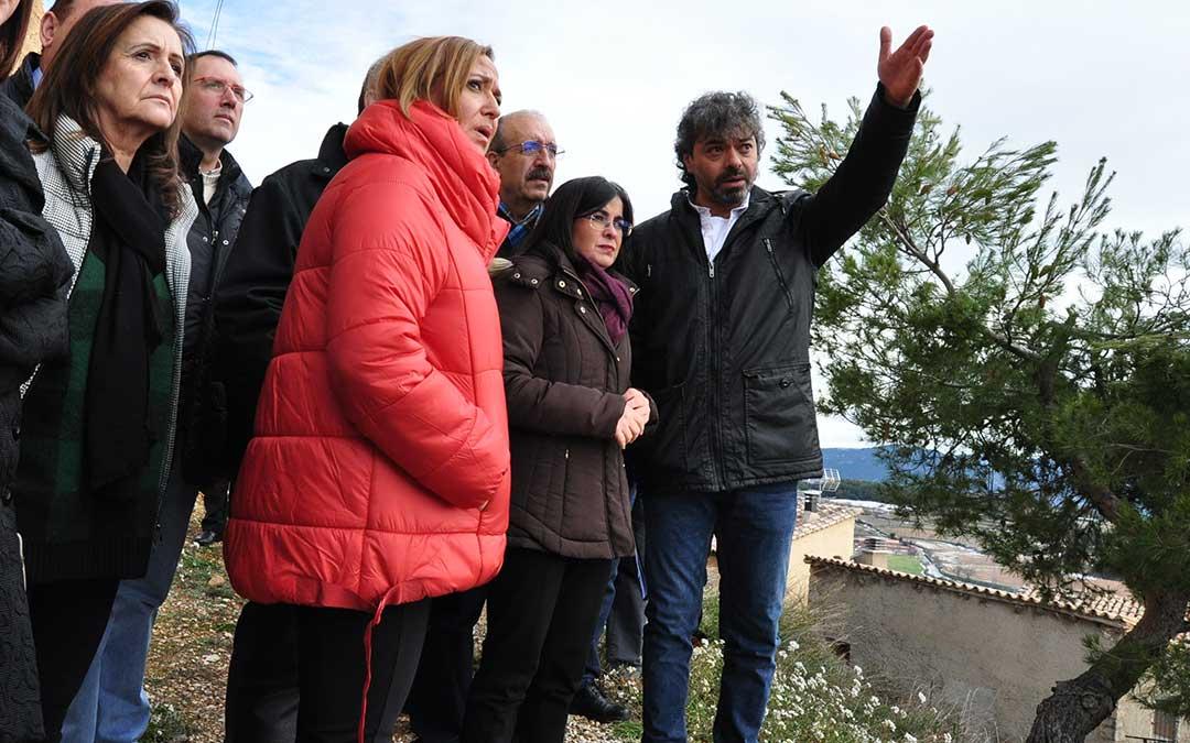El alcalde de Monroyo muestra los daños en La Mola.
