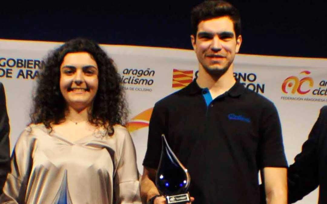 Ariadna Nevado y Gabriel Torralba, galardonados con el premio al mejor ciclista del año.