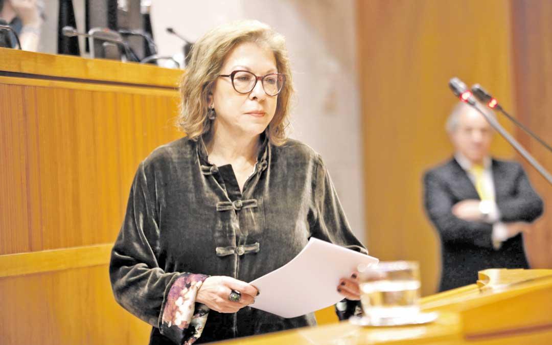 Imagen de archivo de la consejera de Sanidad, Pilar Ventura, en las Cortes de Aragón