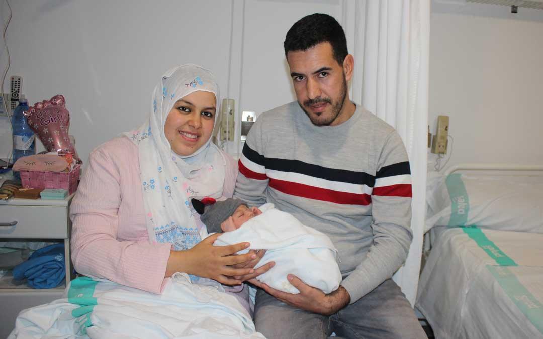 Ilame y Jamal, residentes en Albalate, con su hija Amira / La Comarca