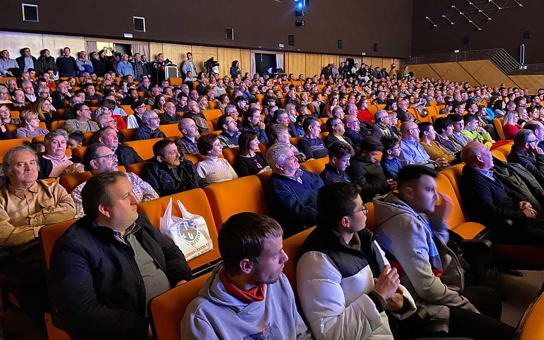 Público asistente a la charla ofrecida por los seis exjugadores este viernes./ Alicia Martín