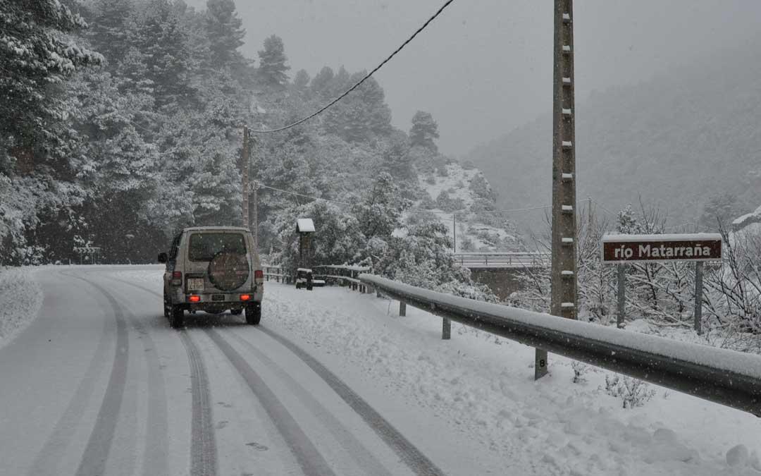 El Matarraña ha registrado una intensa nevada en todo el territorio.
