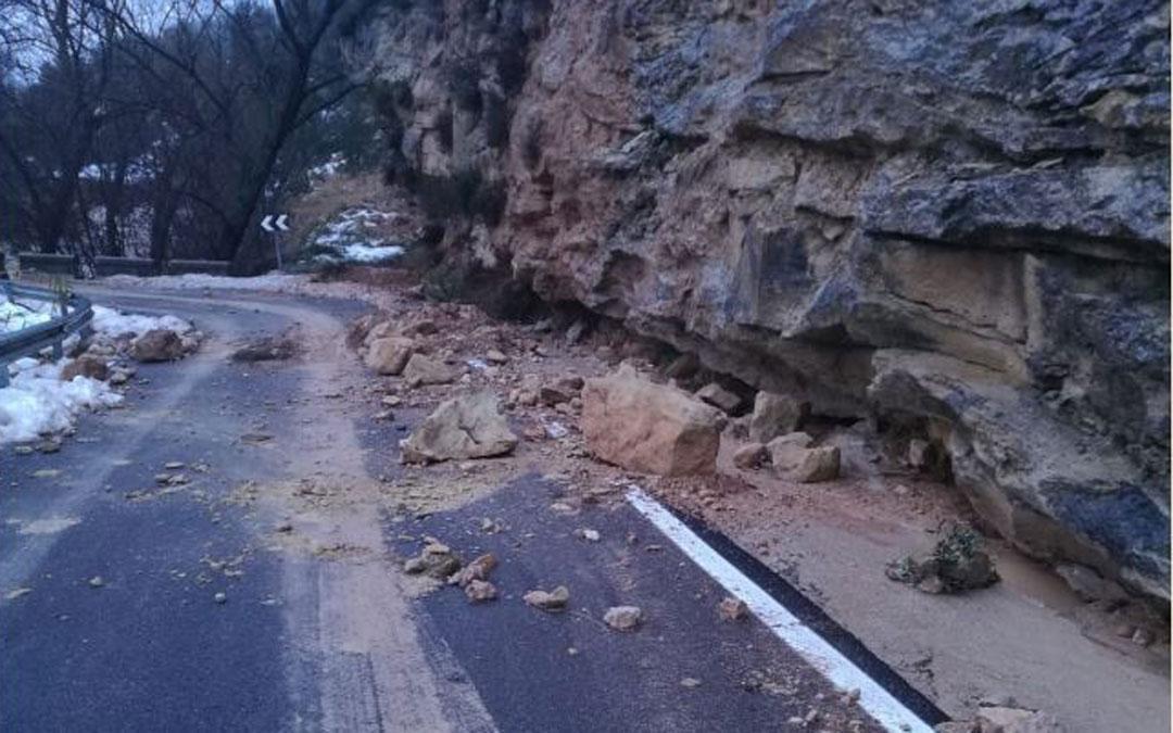 Rocas en la carretera de Lledó